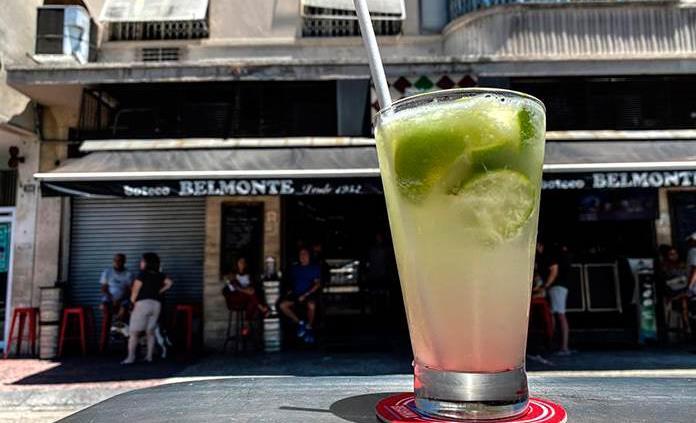 La Caipirinha, el coctel brasileño inventado para curar la gripe española