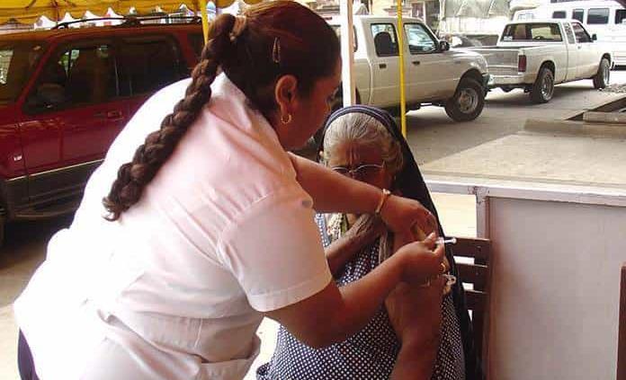 Inicia vacunación contra Covid para adultos mayores
