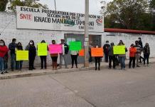 Padres de familia protestan en prepa