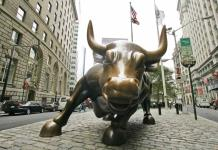 Fallece a los 80 años el escultor del toro de Wall Street, Arturo di Modica