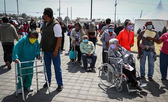 Piden no exponer a adultos mayores ante filas para vacunación