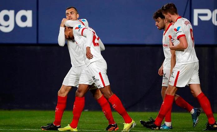 El Sevilla aprovecha el tropiezo del Barcelona y se apunta a la liga