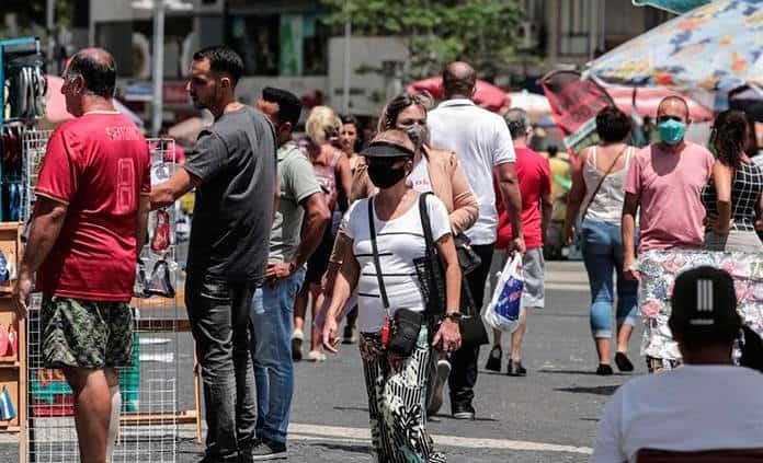 Brasil supera 247 mil muertes por covid y roza los 10.2 millones de contagios