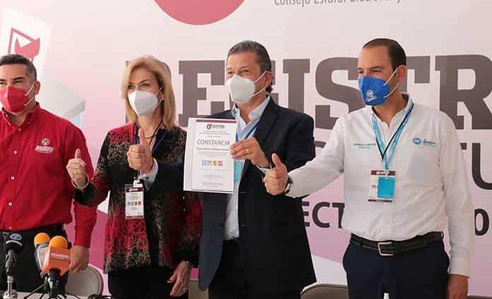 Octavio Pedroza registra candidatura