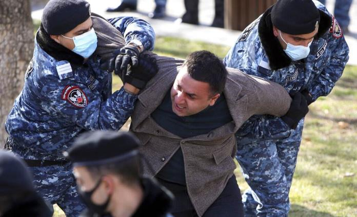 Manifestantes piden la renuncia del primer ministro de Armenia
