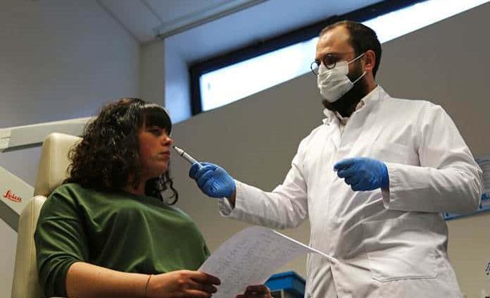 Investigadores buscan recuperar el olfato de quienes lo perdieron por la covid