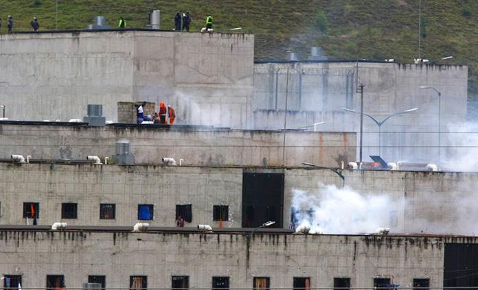 La cifra de muertos en motines en Ecuador asciende a 62, según jefe de prisiones