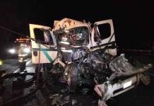 Muere una mujer en un choque entre un tráiler y un camión cañero en Valles