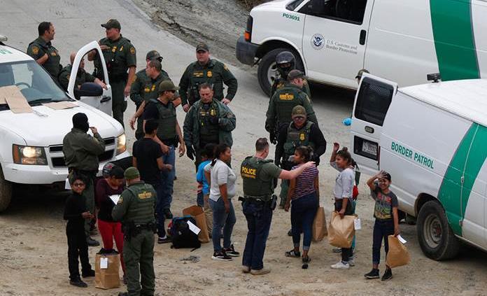 Patrulla Fronteriza rescata a menor abandonada por traficante