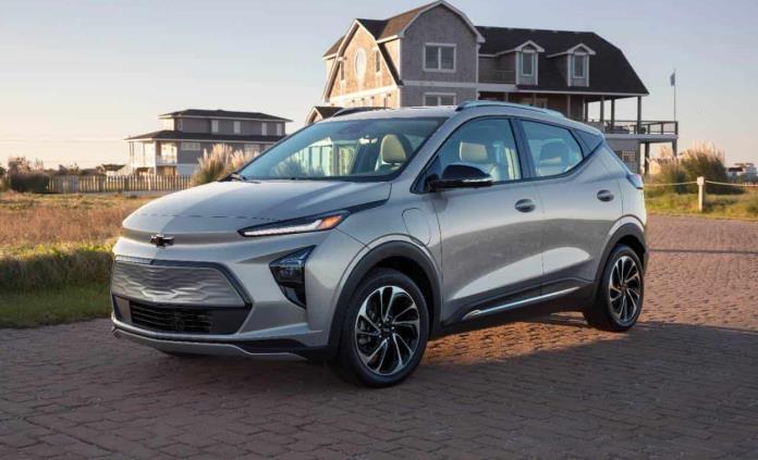 GM recomienda estacionar Bolts al aire libre por incendios