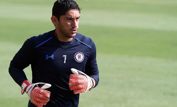 Jesús Corona podrá iniciar el torneo con Cruz Azul
