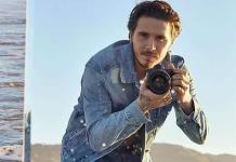 Brooklyn Beckham se autorretrata en su primera colaboración con Pepe Jeans
