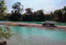 Construyen camino en el río Tampaón para dragar arena