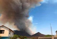 Voraz incendio pone en riesgo a familias