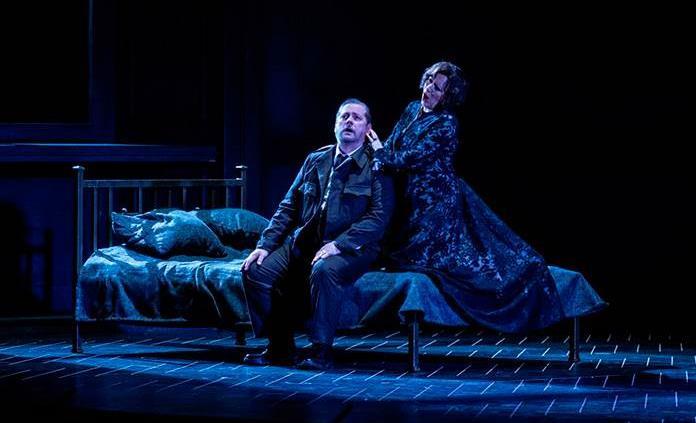 El teatro en el mundo agoniza, pero su resiliencia le impide bajar el telón