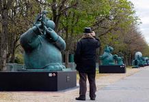 Los Campos Elíseos acogen veinte estatuas del orondo Gato del belga Geluck