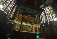Exponen obra maestra restaurada con réplica de panel robado