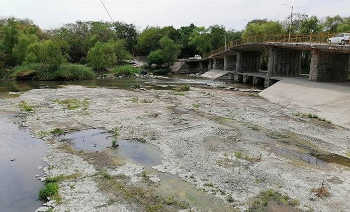 El río Valles, seco pese a suspender el riego agrícola