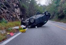 Conductor sale ileso en accidente carretero