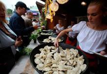 Bares de leche polacos, una institución gastronómica en crisis por la covid
