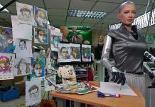 La robot Sophia vende pieza de arte por 688 mil 888 dólares