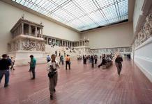 El Altar de Pérgamo, ya más de seis años oculto tras los andamios en Berlín