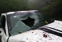 Camioneta llena de turistas cae a un profundo barranco; una joven murió y doce personas resultaron heridas