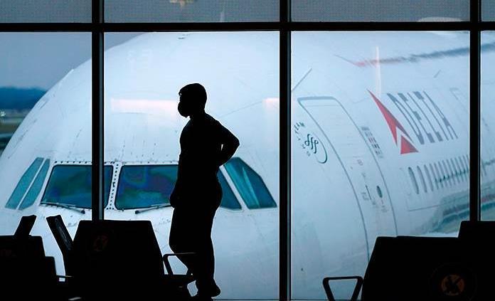 Delta cancela unos 100 vuelos