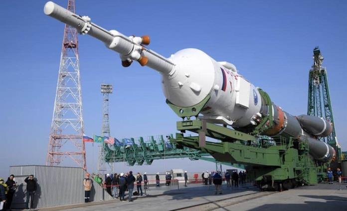 La nave Soyuz MS-18 queda instalada en la rampa de lanzamiento
