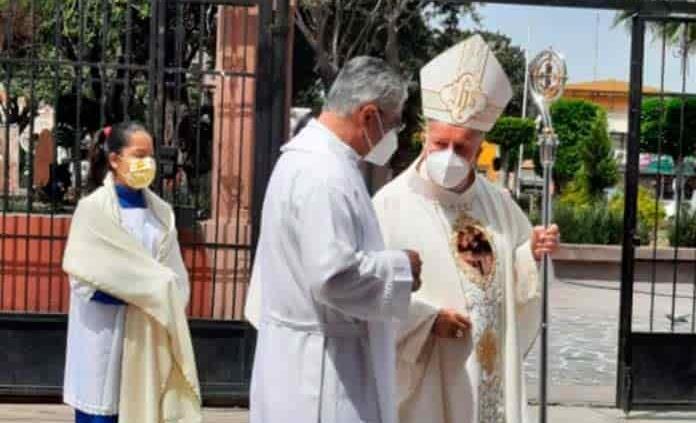 Reza arzobispo por víctimas del covid y desempleados