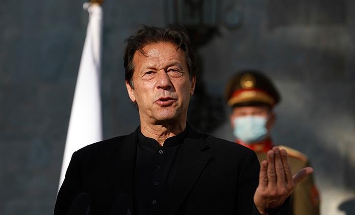 Críticas al mandatario paquistaní por culpar a las mujeres de las violaciones
