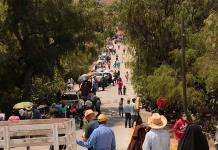 Habitantes de estados vecinos complican la ya de por sí caótica vacunación en Mexquitic