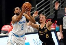Lakers se adelantan temprano y doblegan a los Raptors