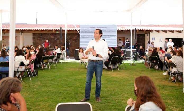 Promete Xavier Nava un gobierno incluyente en reunión con mujeres