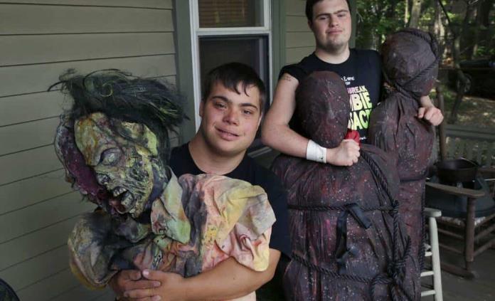 Documental sigue a 2 amigos cineastas con síndrome de Down