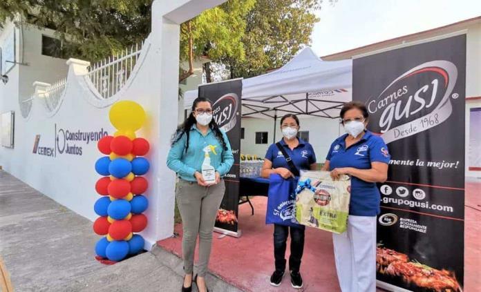 Empresas donan cubrebocas y gel antibacterial a promotoras de ayuda en San Luis Potosí