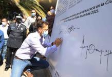Alcalde y funcionarios municipales se comprometen a no desviar recursos para el proceso electoral
