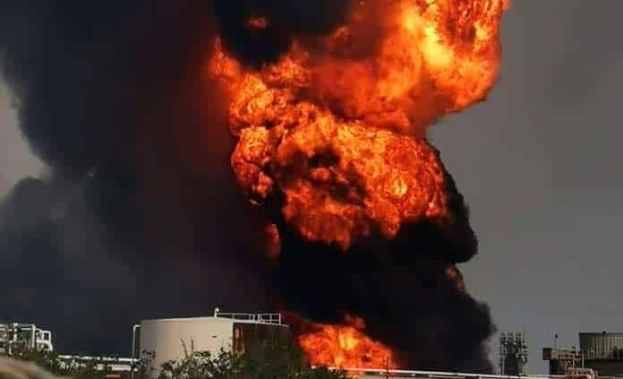 Incendio en la refinería Lázaro Cárdenas