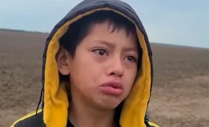 """VIDEO: Niño de Nicaragua pide ayuda a la Patrulla Fronteriza; """"me dejaron botado, tengo miedo"""""""