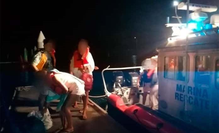 Rescata Semar a 11 personas de un yate a la deriva en Veracruz