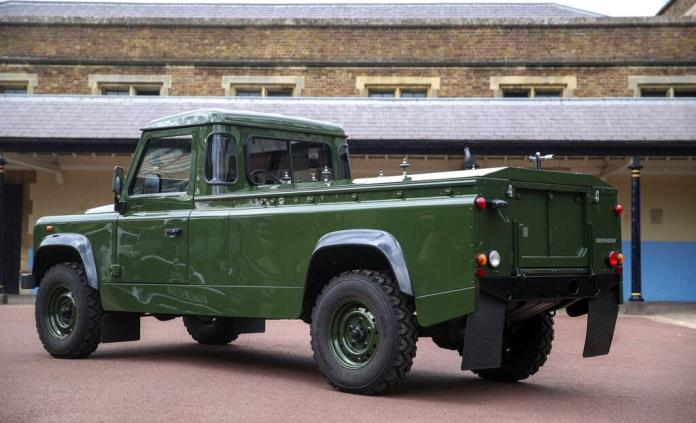 Un Land Rover a medida, insignias militares y restricciones por la covid-19 para despedir al duque de Edimburgo
