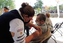 Vallenses vacunados en Ébano deberán acudir de nuevo allá