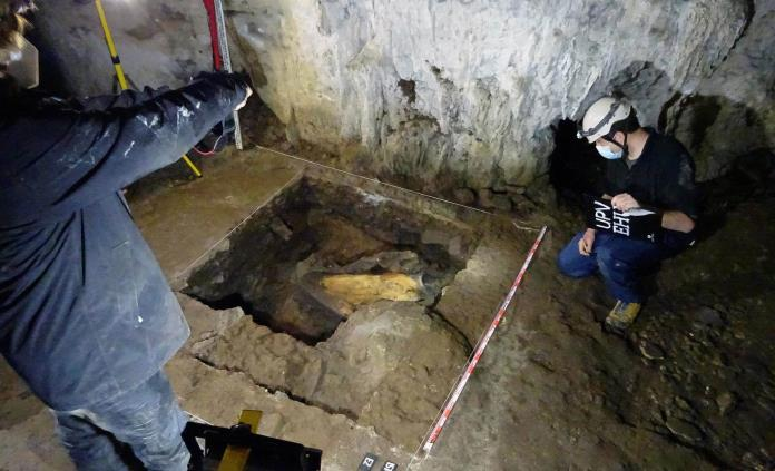 Arqueólogos españoles, tras las huellas de los cazadores de mamuts en Francia
