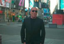 Michael Kors celebra 40 años en la moda con un desfile dedicado a Broadway (VIDEO)