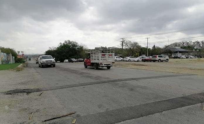 Colocan topes frente a sede de Policía Estatal