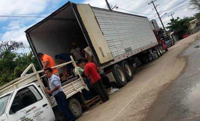 Gobierno entrega despensas al PAN de Matlapa para repartirlas