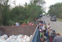 Interceptan camión con despensas en Aquismón