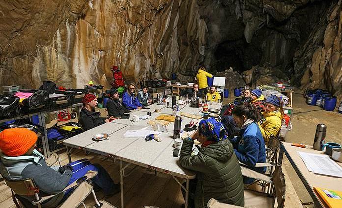 Cuarenta días para perder la noción del tiempo dentro de una gruta francesa
