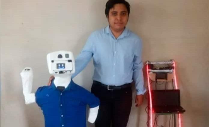 Joven yucateco construye robot que habla maya