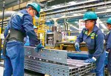 A finales de agosto la economía podría operar al 100%: Hacienda